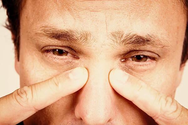 Головная боль, заложенность носа, боль в пазухах при нажатии - признаки гайморита