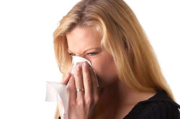 Жидкие сопли могут течь после физической нагрузки или резкой смене температуры воздуха
