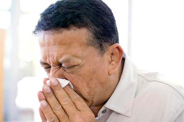Одна из причин жидких соплей - реакция на аллерген