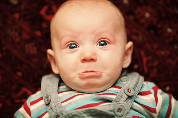 При насморке малыш плохо кушает и капризничает