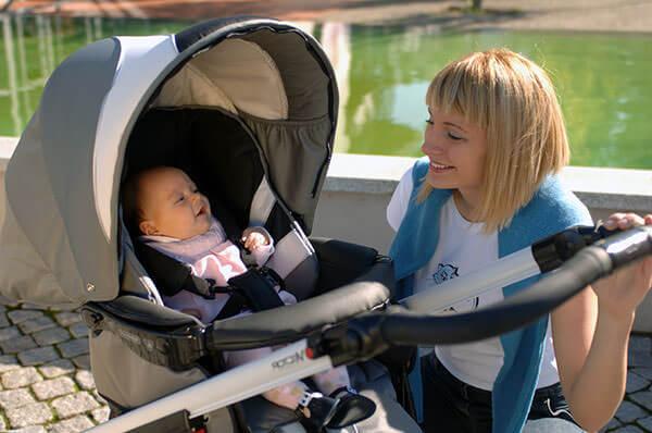 Прогулки на свежем воздухе помогут сохранить малышу здоровье