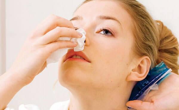 Стрессы и физическое переутомление могут вызвать кровотечение из носа