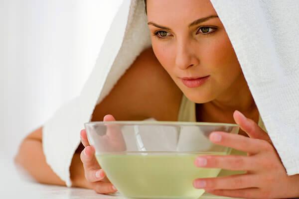 Паровые ингалации действуют эффективно при лечении насморка