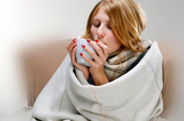 При лечении насморка соблюдение питьевого режима обязательно