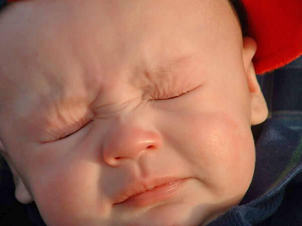 У ребенка сопли и чихание