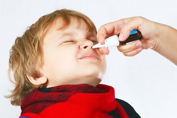 Препарат для лечения насморка назначает педиатр