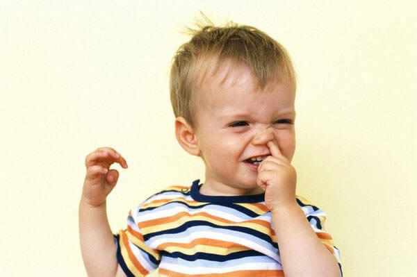 Кровь в соплях у малыша может быть от механического повреждения сосудов