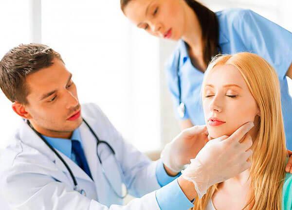На приеме у врача оторинолоринголога