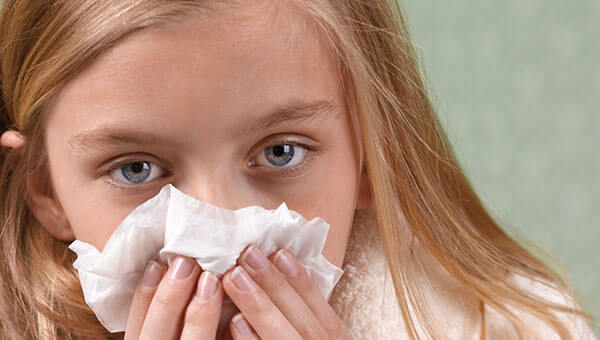 Причиной насморка может быть инфекция, аллергия, механическое повреждение