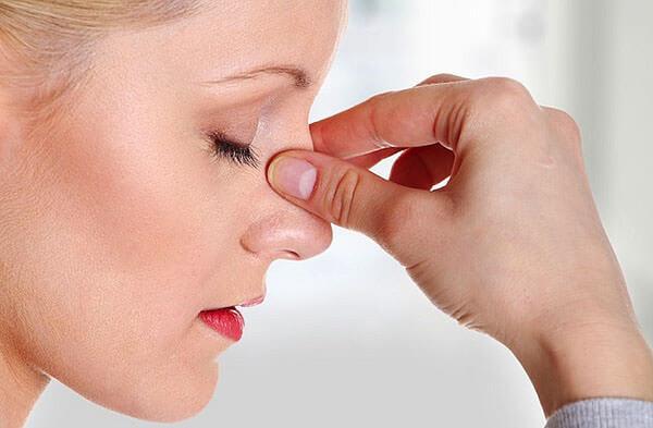 Сухость в носу затрудняет дыхание и причиняет дискомфорт