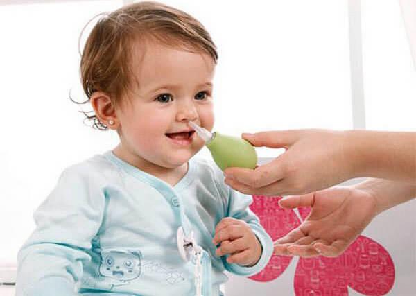 Промывание носа поможет очистить нос от соплей