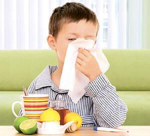 При соплях дети становятся капризными, плохо кушают