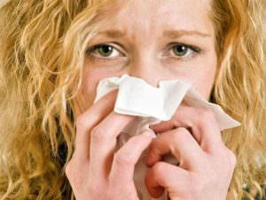 Симптоматика - заложенность носа, головная боль, жидкие сопли