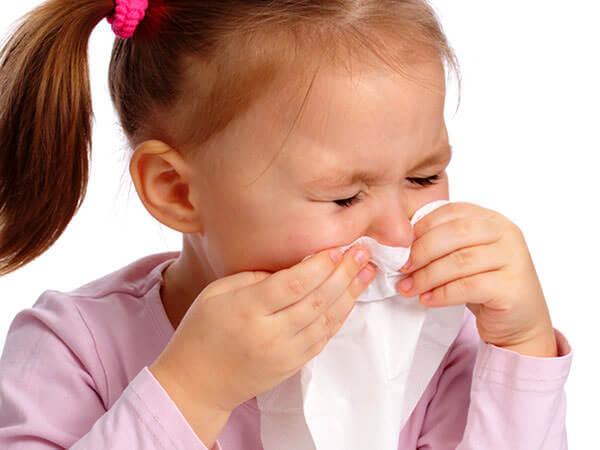 Заложенность носа у ребенка приводит к снижению аппетита, раздражительность