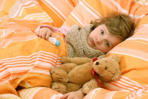 Зеленые сопли у ребенка сигнализируют об осложнении заболевания