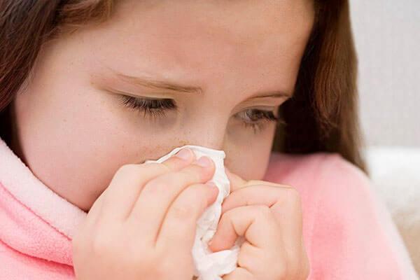 Густые зеленые сопли - симптом развития синусита или ринита