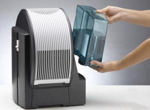 Увлажнение воздуха помещение - одно из условий лечения насморка