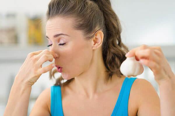 Шоковая терапия - вдыхание резких запахов помогает восстановить обоняние