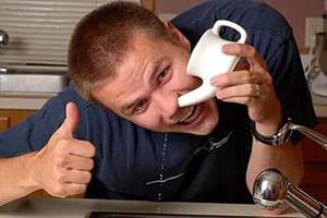 Промывание носа поможет сохранить здоровье во время сезонных простуд