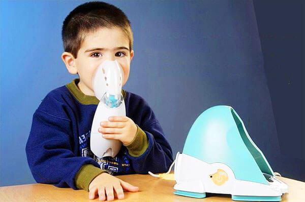 При повышенной температуре можно пользоваться небулайзером и проводить ингаляции