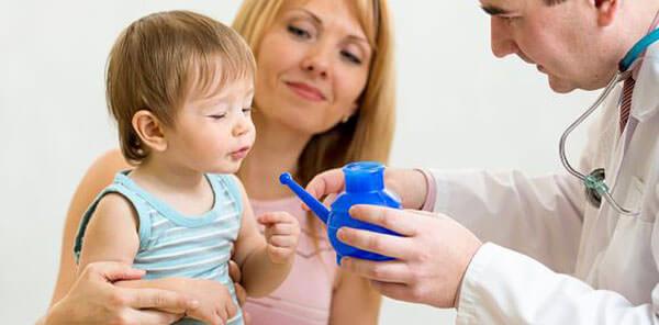 Очищение слизистой при помощи промывания носа физраствором
