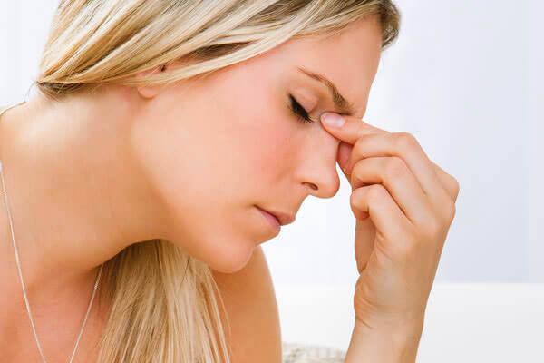 Постоянная головная боль, заложенность носа, высокая температура - показания к проведению прокола гайморита
