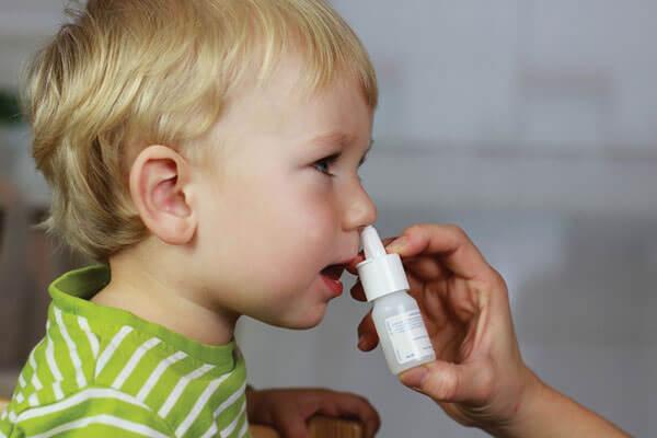 Лечение насморка сложными каплями должно проводиться только по рекомендации доктора