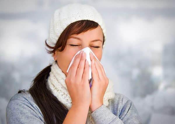 Насморк помогает организму бороться с инфекциями и микробами