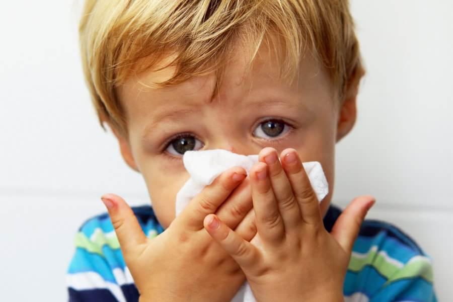 Как вылечить насморк у ребенка