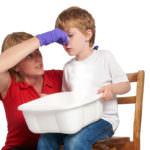 У ребенка течет кровь из носа