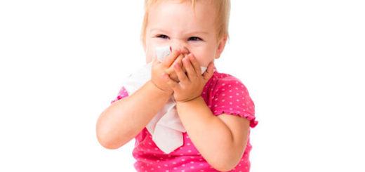 Ребенок закрывает нос